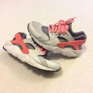 🌺 Nike Huarache Sneakers 🌺
